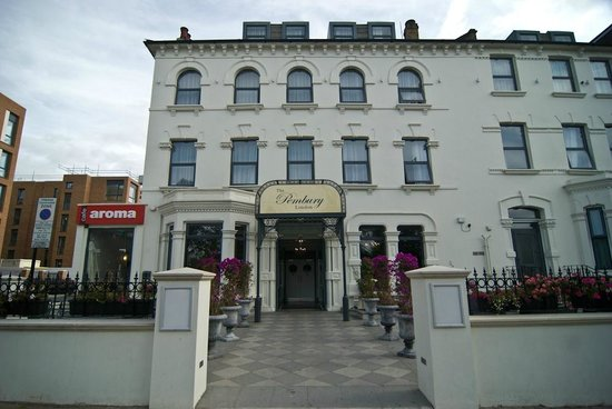 Pembury Hotel Seven Sisters Road London
