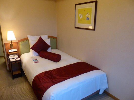 ANA Crowne Plaza Toyama: 寝心地の良いベッド