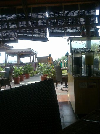 Ramyas Hotel: Roof Top restaurant - At Breakfast