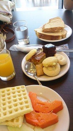 Iguassu Express Hotel: Café da manhã.