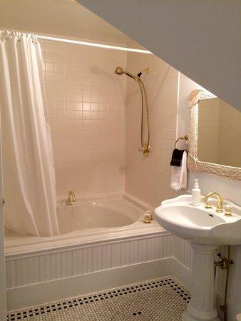Maple Leaf Inn: En-suite in Morning Glory