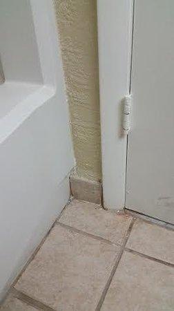 Comfort Inn Petersburg - Fort Lee: Bathroom floor