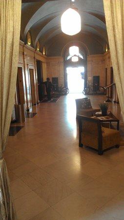 Magnolia Hotel Omaha: Lobby