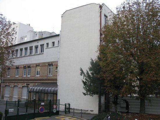 Ibis Paris 17 Clichy-Batignolles : building