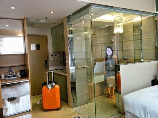 Citadines Mercer Hong Kong: Washroom