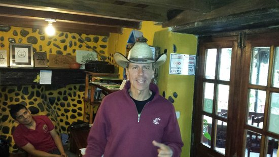 Madre Tierra Resort & Spa: Owner Peter (Hang Em High) Fox and his awesome cowboy hat.