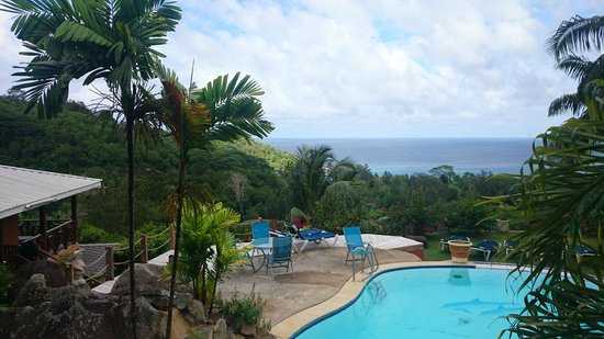 au enanlage pool grillbereich photo de anse takamaka view le de mah tripadvisor. Black Bedroom Furniture Sets. Home Design Ideas