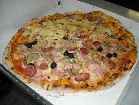 Torralba, Italija: pizza gigante della casa/completa