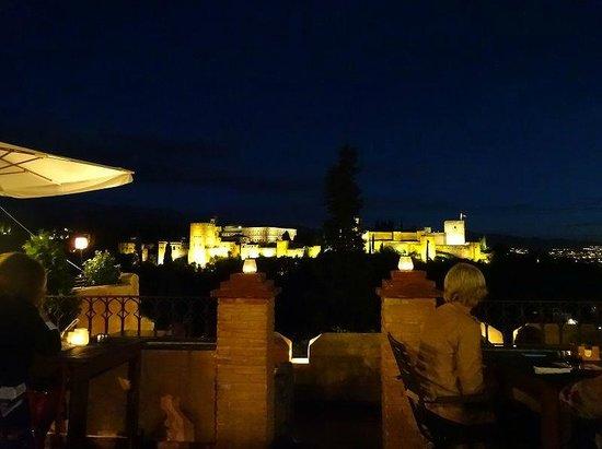 El Huerto de Juan Ranas : アルハンブラの夜景を見ながらお食事