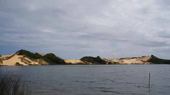 Jaguaruna, SC: Lagoa de água doce e dunas em harmonia
