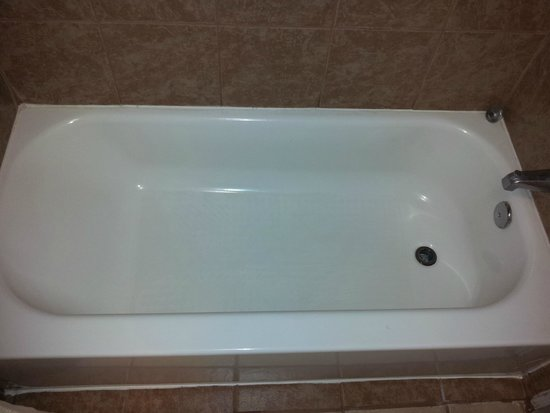 Days Inn College Station University Drive: updated bathtub