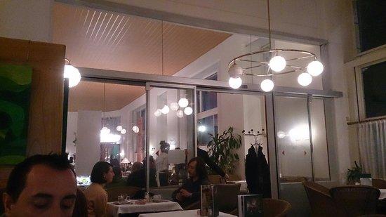 Cafe Prueckel : Zdjecie zrobione z sali dla palacych, na przeciw sala dla niepalacych