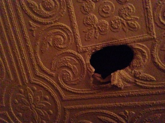 Fortuna House Hotel : Hole in Wall room 11