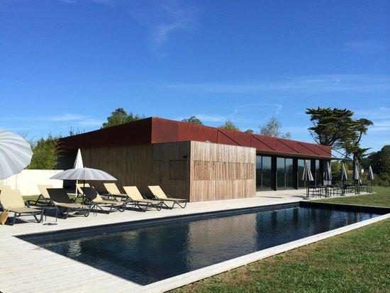 Le Chateau du Clair de Lune: Amazing new pool house