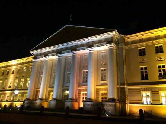 Antonius Hotel : Tartu gymnasium mitt emot hotellet