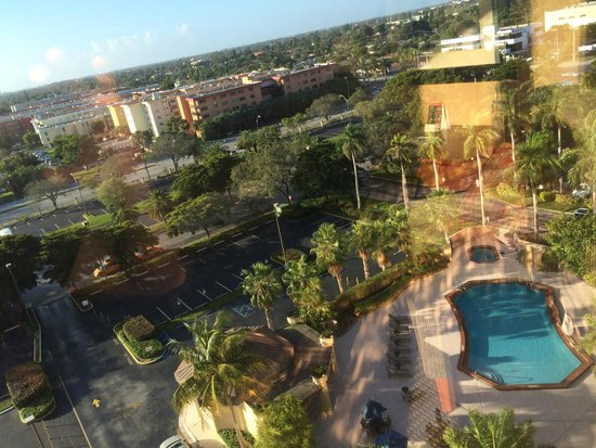 DoubleTree by Hilton & Miami Airport Convention Center: Vista do Quarto
