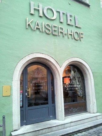 The Kaiserhof Hotel: Eingang