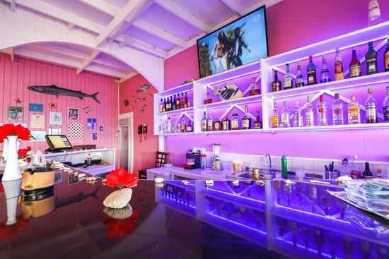 Barracuda Restaurant and Bar : The Bar