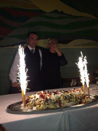 Trattoria Montina: Torta di compleanno Annamaria
