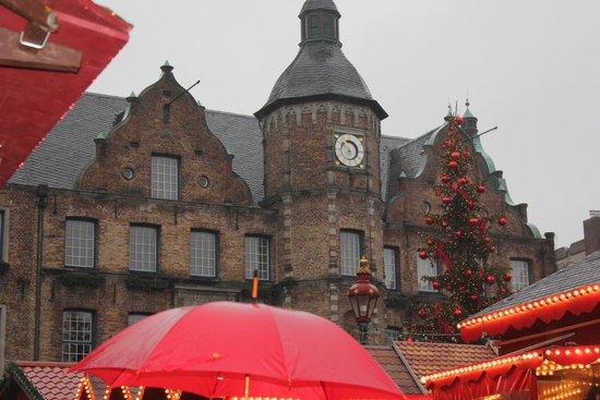 Burgplatz : Ох эти старые крыши...