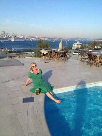 Heerlijk: op de dakterras Orka Royal hotel in Istanbul