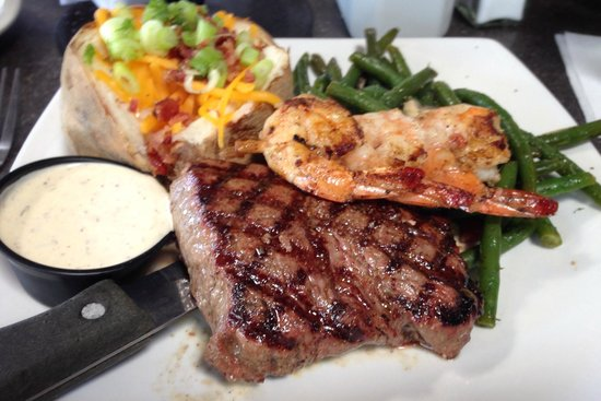 Water Street Oyster Bar and Sushi Bar: Surf and Turf