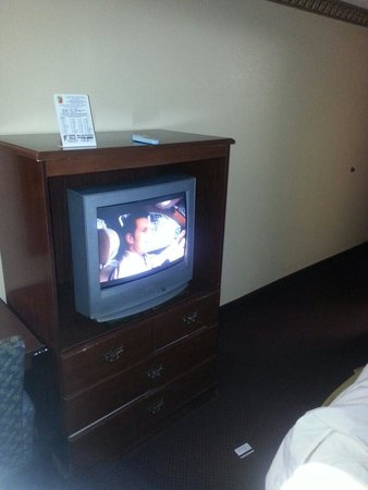 Super 8 Greenville: Haven't upgraded tv 's in years