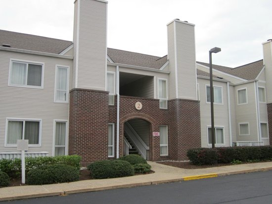 Residence Inn Philadelphia Willow Grove : bricked together quads & enclosed stairs