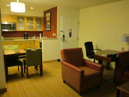 Residence Inn Philadelphia Willow Grove: open concept