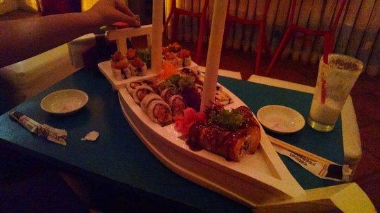Tabetai Sushi Bar: 30 pieces of sushi combo