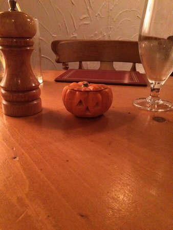 Villa Positano: Mini pumpkins filled with sweets for Halloween