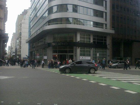Hotel NH Buenos Aires Latino : Frente del hotel