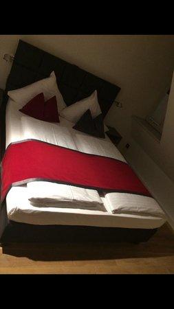 Gideon Hotel : Bett