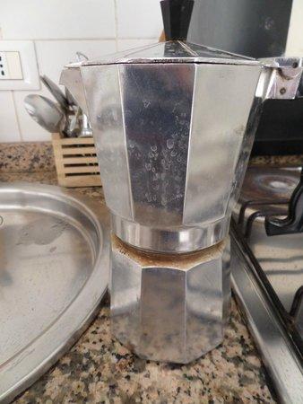 Mi Casa Tu Casa Bed & Breakfast : ekspres do kawy cały w brudzie, ochyda