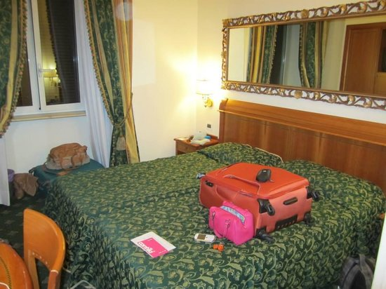Champagne Palace: Our room