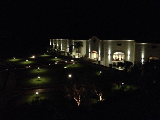 DoubleTree by Hilton Acaya Golf Resort-Lecce: By night, dalla terrazza della junior suite
