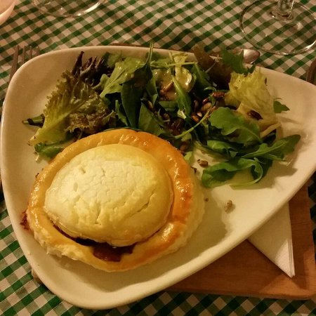 Grass Roots Cafe: Goat cheese pastry starter