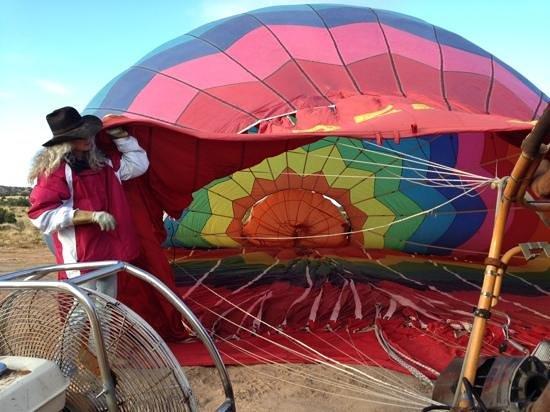 Santa Fe Balloon Company : fill 'er up