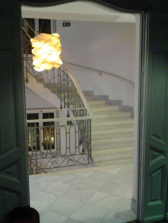 Petit Palace Savoy Alfonso XII Plus: escalera