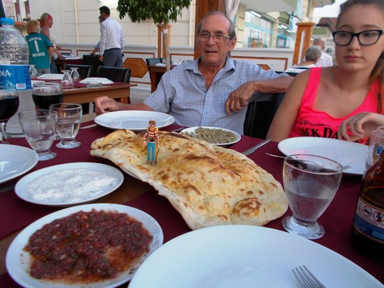 Guney Pide & Kebap: the bread is so big its difficult to spot wally