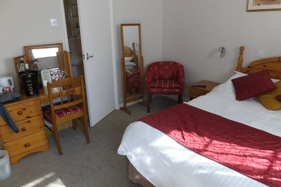 Haseley Coach House Motel: view of bedroom