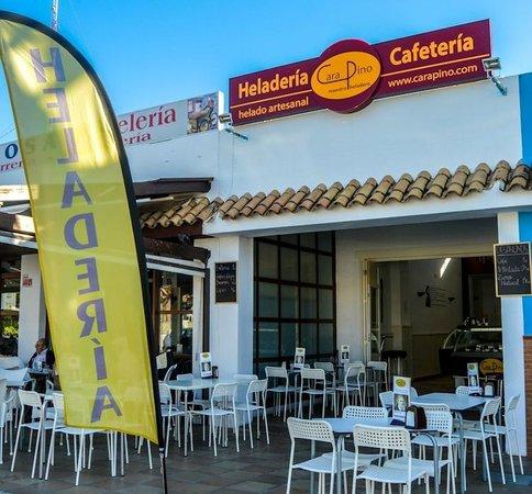 Heladeria Cafeteria Carapino Chiclana: Entrada principal