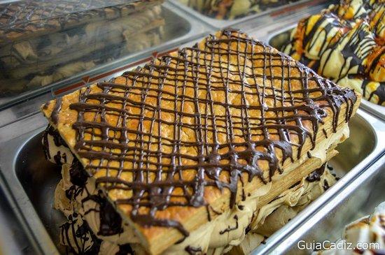 Heladeria Cafeteria Carapino Chiclana: Milhoja de turrón