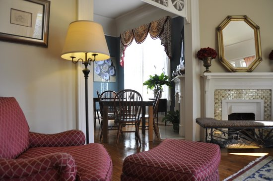 Maison Perrier: Breakfast & common area
