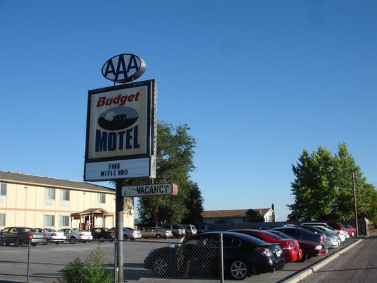 Budget Motel: Building from Front Side