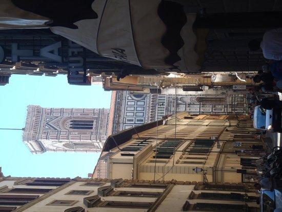 Florence Custom Tours: Approaching the Duomo