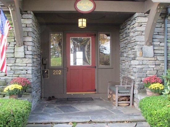 Gideon Ridge Inn: The front door welcomes you in.