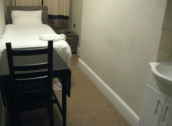 Sara Hotel: My room