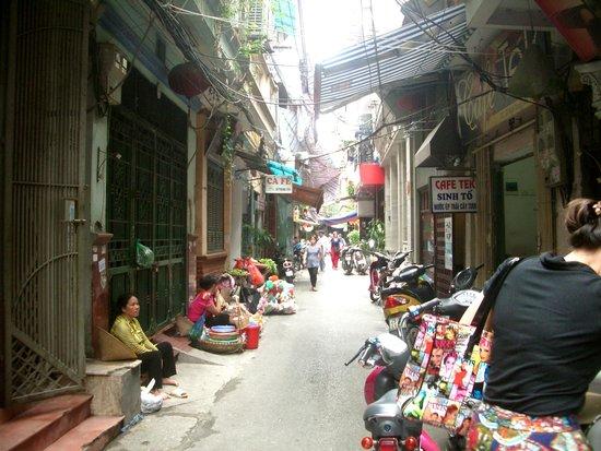 Hanoi Romance Hotel : えーこんな路地にあるのと言う第一観象でした