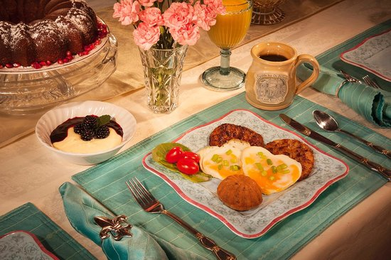 Franklin Inn on Durkee: Enjoy Breakfasts From Innkeeper's Self-published Cookbook